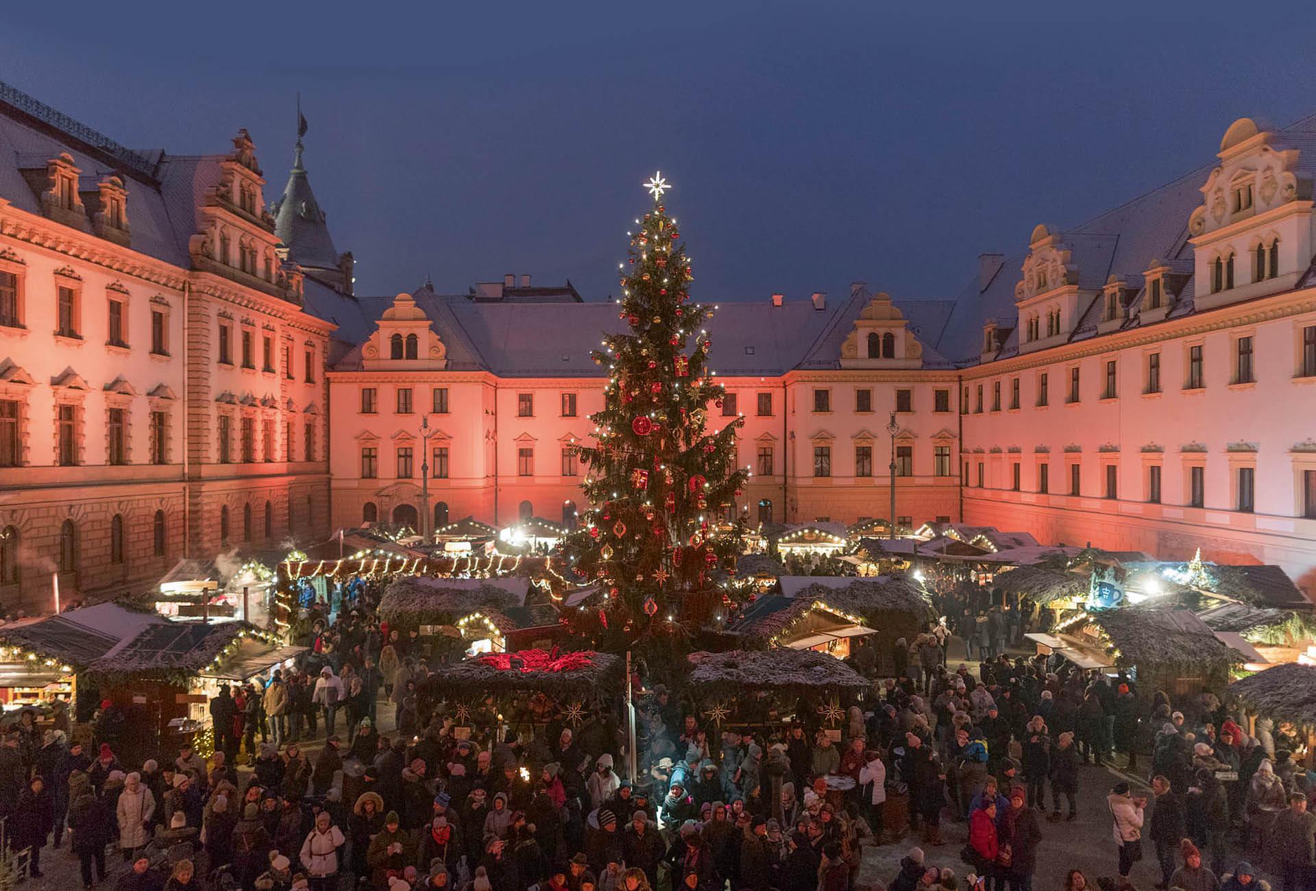 Romantischer Weihnachtsmarkt auf Schloss Thurn und Taxis